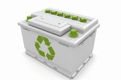 Eine ausgediente Autobatterie muss dem Recycling zugeführt werden.
