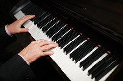 Es gibt verschiedene Keyboards, bei denen die Noten rot aufleuchten die Sie spielen müssen.