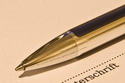 Notar muss GmbH-Gründungsvertrag Unterschreiben und Siegeln
