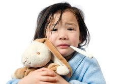 Erkältungssaft kann auch bei Kindern angewandt werden.