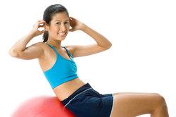 Diverse Fitnessübungen können das Gewicht reduzieren.