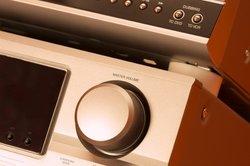 Verbinden Sie den Beamer mit einer Hi-Fi-Anlage für den perfekten Sound.