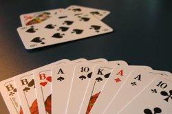 Canasta - ein Kartenspiel für einen interessanten Spieleabend mit Familie und Freunden