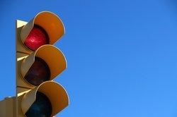Wer sich nicht an die Verkehrsregeln hält, riskiert Strafpunkte in Flensburg.