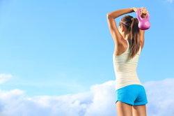 Ein starker Rücken entsteht durch regelmäßiges Training.
