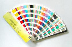 Stimmen Sie die Farben für Ihre Wände harmonisch aufeinander ab.