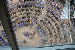 Blick in den Saal des Reichstages von der Kuppel aus