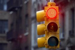 Trotz roter Ampel fahren? Als Rechtsabbieger manchmal möglich