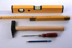 Erstellen Sie eine Trockenbauwand mit fachmännischem Werkzeug.