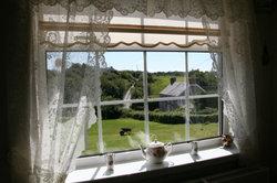 Auf der Fensterbank können Sie Dekogegenstände platzieren.