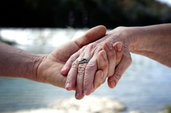 Der Tarifvertrag bei Altersteilzeit nach TVöD untersützt ältere Arbeitnehmer.