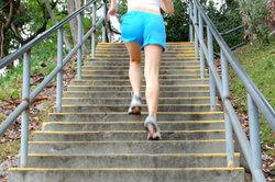 Treppensteigen - gut für Beine und Po