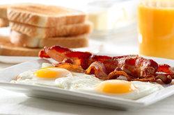 Bei hohen Blutwerten fettes Essen meiden