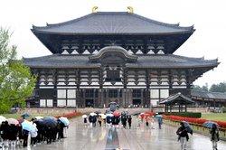 An jedem Tempel in Japan können Sie Glücksbringer kaufen.