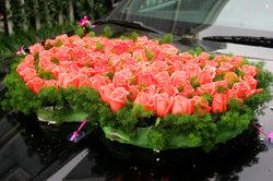 Hochzeitssträuße fürs Auto sind vielseitig gestaltbar.