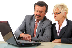 Angehörige (Ehefrau, Mutter) können Sie als Betreuer vom Gericht einsetzen lassen.