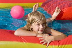 In einem sauberen Becken bleiben Kinder gesund.