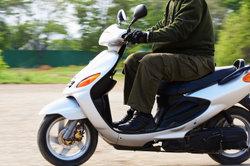 Der Gilera Nexus 500 verbindet die Leistung eines Motorrads mit der Optik eines Maxi-Rollers.