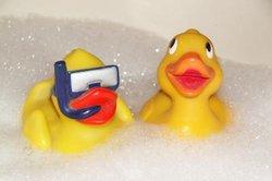 Ein entspannendes Bad hilft bei Rückenbeschwerden.