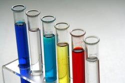 Chemische Experimente können Sauren Regen simulieren.