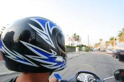 Machen Sie Ihren Motorradhelm zu einem Blickfang.