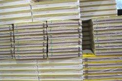 """Telefonbuch und """"Gelbe Seiten"""" werden kostenlos ausgegeben."""