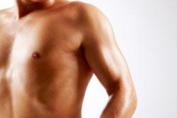 So bleibt die Brust länger glatt.