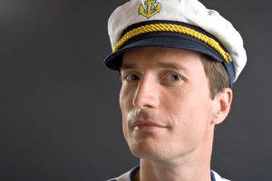 Verkleiden Sie sich doch mal als Popeye der Seemann.