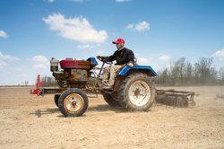 Solche Kleintraktoren gehören für viele Bauern in China zum Arbeitsalltag.