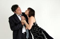 Stürmische Küsse können zu einer Erektion führen.