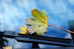 Besonders im Herbst und Winter sollten Scheibenwischer einwandfrei funktionieren.