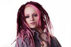 Pinke Haare müssen zum Typ passen.