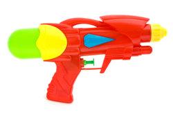 Wasserpistolen mit Pumpfunktion sind im Sommer ein großer Spaß.