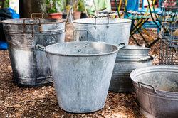 Metallgefäße sind als Pflanzkübel nur bedingt geeignet.