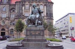 Otto von Guericke baute die erste Elektrisiermaschine.