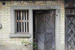 Mit einem Türschließer steht die Tür nie offen.