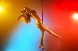 Pole Dance - der beliebte Stangentanz führt zu einem neuen Körperbewusstsein.