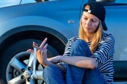 Die Autobatterie vom Ford Fiesta kann man mit einem externen Ladegerät aufladen.