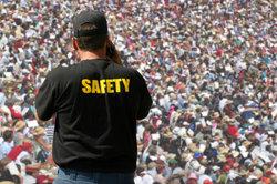 Security-Mitarbeiter müssen den Sachkundenachweis nach §34a machen.