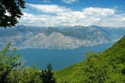 Traumhafter Ausblick auf den Gardasee in Italien