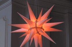 Ein Herrnhuter Stern ist auch unbeleuchtet ein besonderer Blickfang.