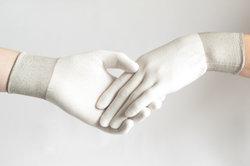 Handschuhe können in vielen Bereichen weiterhelfen.