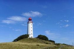 Der Leuchtturm ist das bekannteste Wahrzeichen der Insel Hiddensee.