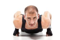 Liegestütze aktivieren unterschiedliche Muskelpartien.