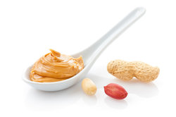 Aus Erdnuss-Butter können Sie eine Soße machen.