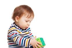 Vor allem Kinderjeans müssen häufig genäht werden.