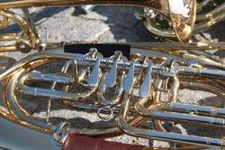 Auf dem Euphonium Musik machen