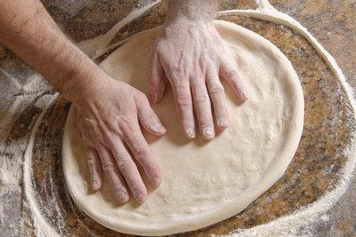 Der ideale Pizzateig braucht Geduld und das richtige Mehl.