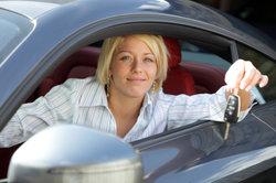Eine Automobilkauffrau bei der Arbeit