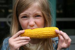 Maiskolben können Sie problemlos kalorienarm zubereiten.
